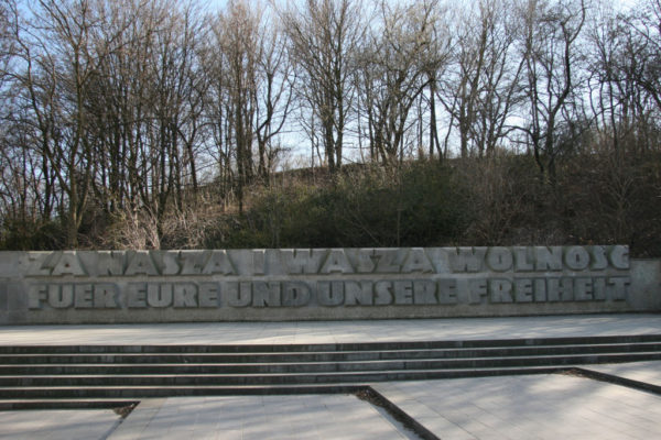 rp_monument-to-polish-soldiers-and-german-anti-fascists-in-volkspark-friedrichshain-1024x683.jpg