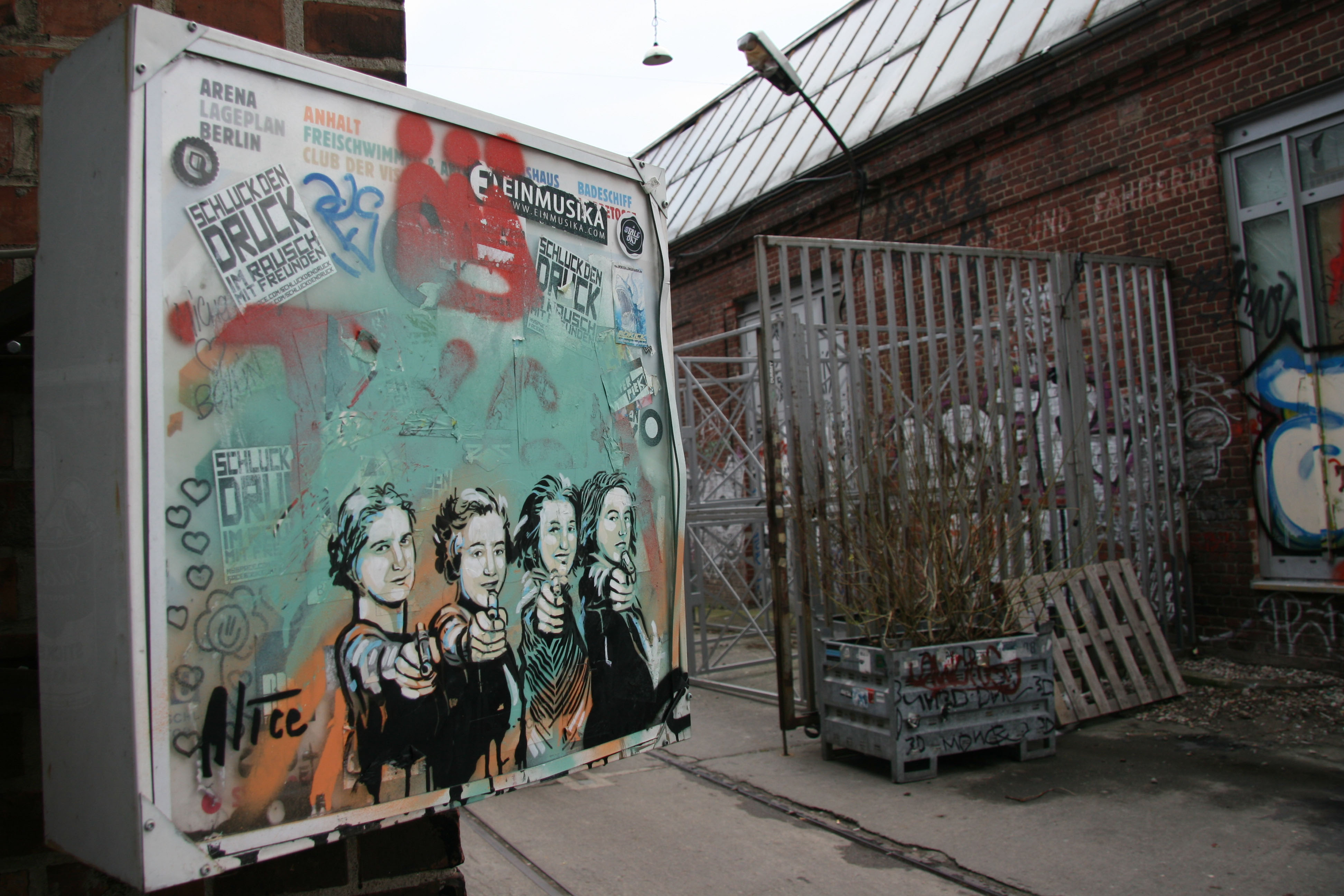 Gang of Four: Street Art by AliCé (Alice Pasquini) in Berlin