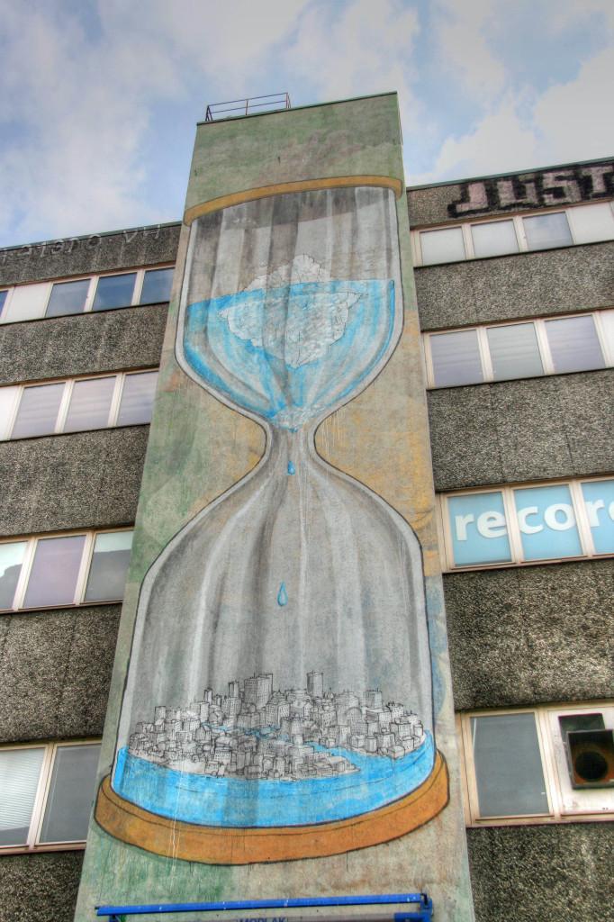 Hourglass: Street Art by BLU in Berlin