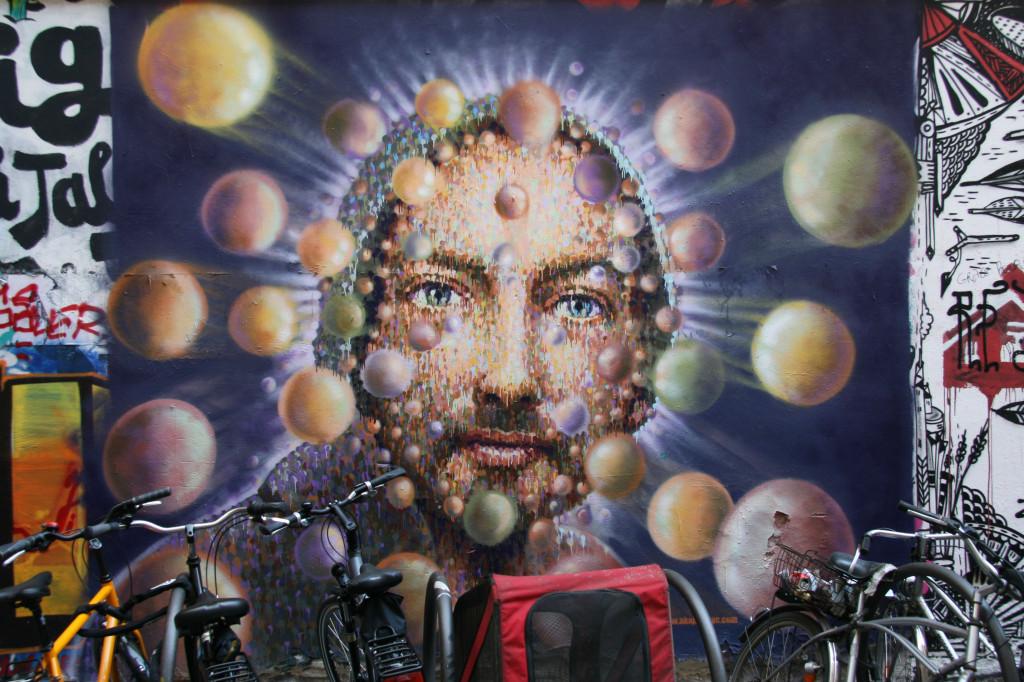 Man with Spheres: Street Art by Jimmy C in Berlin