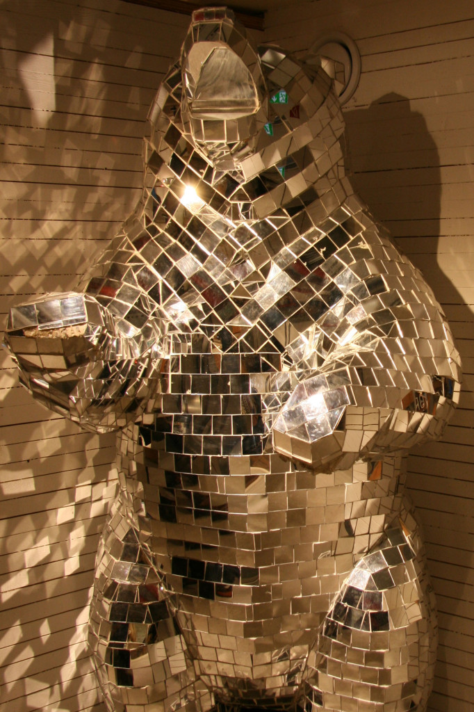 Mirror Bear - a sculpture by London-based artist Arran Gregory in Urban Outfitters Ku'damm on Kurfürstendamm in Berlin
