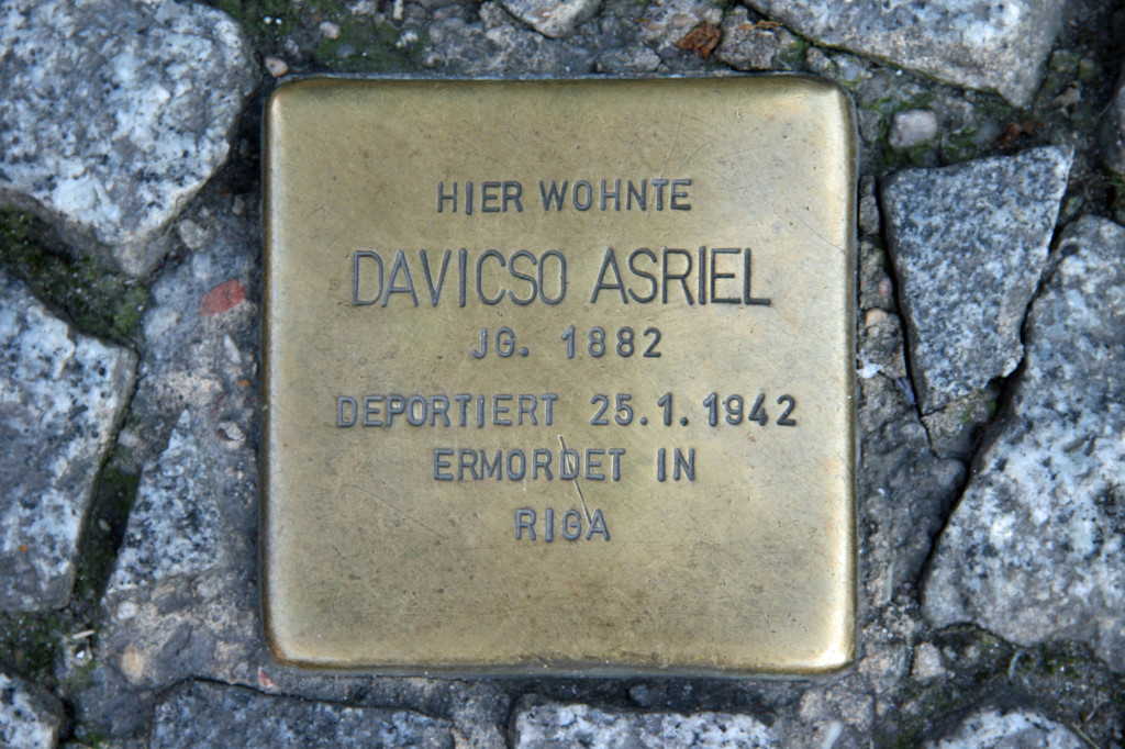 Stolpersteine 23: In memory of Davisco Asriel (Galeries Lafayette - corner of Friedrichstrasse and Jägerstrasse) in Berlin
