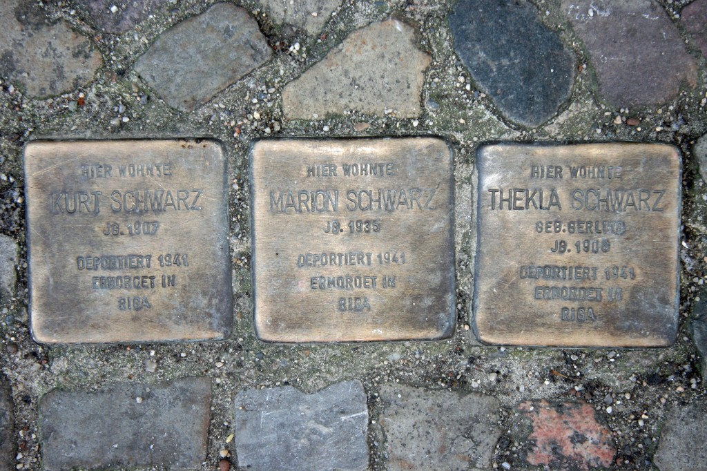 Stolpersteine 27: In memory of Kurt Schwarz, Marion Schwarz and Tekla Schwarz (Heinrich-Roller-Strasse 10) in Berlin