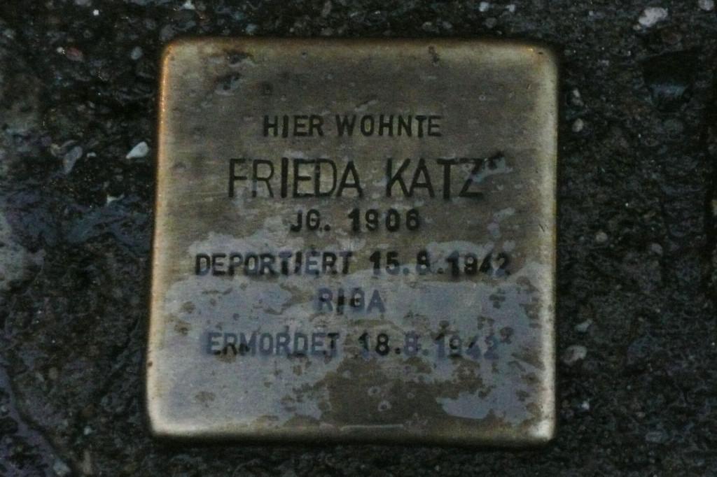 Stolpersteine 3: In memory of Frieda Katz (Kastanienallee 74) in Berlin