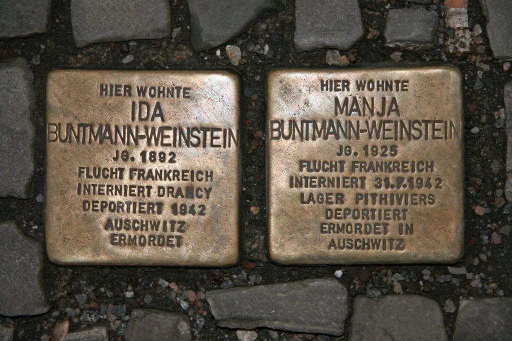 Stolpersteine 40: In memory of Ida Buntmann-Weinstein and Manja Buntmann-Weinstein (Corner of Rosenthaler Strasse and Neue Schönhauser Strasse) in Berlin