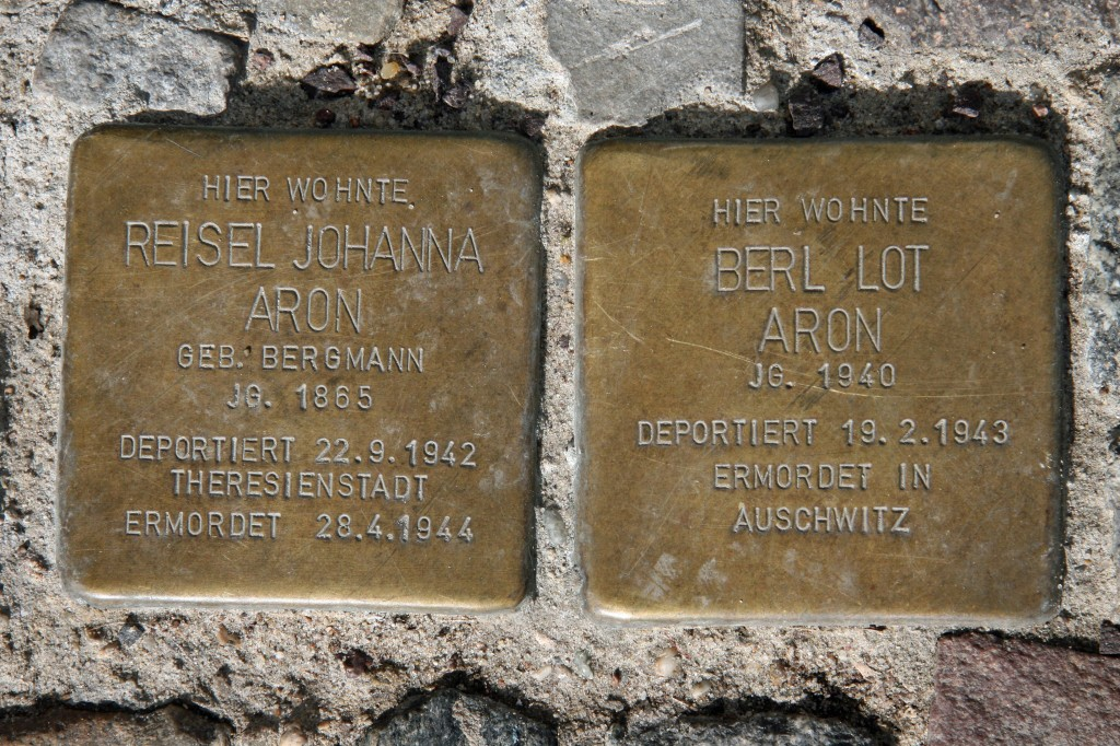 Stolpersteine 46: In memory of Riesel Johanna Aron and Berl Lot Aron (Choriner Strasse 53) in Berlin