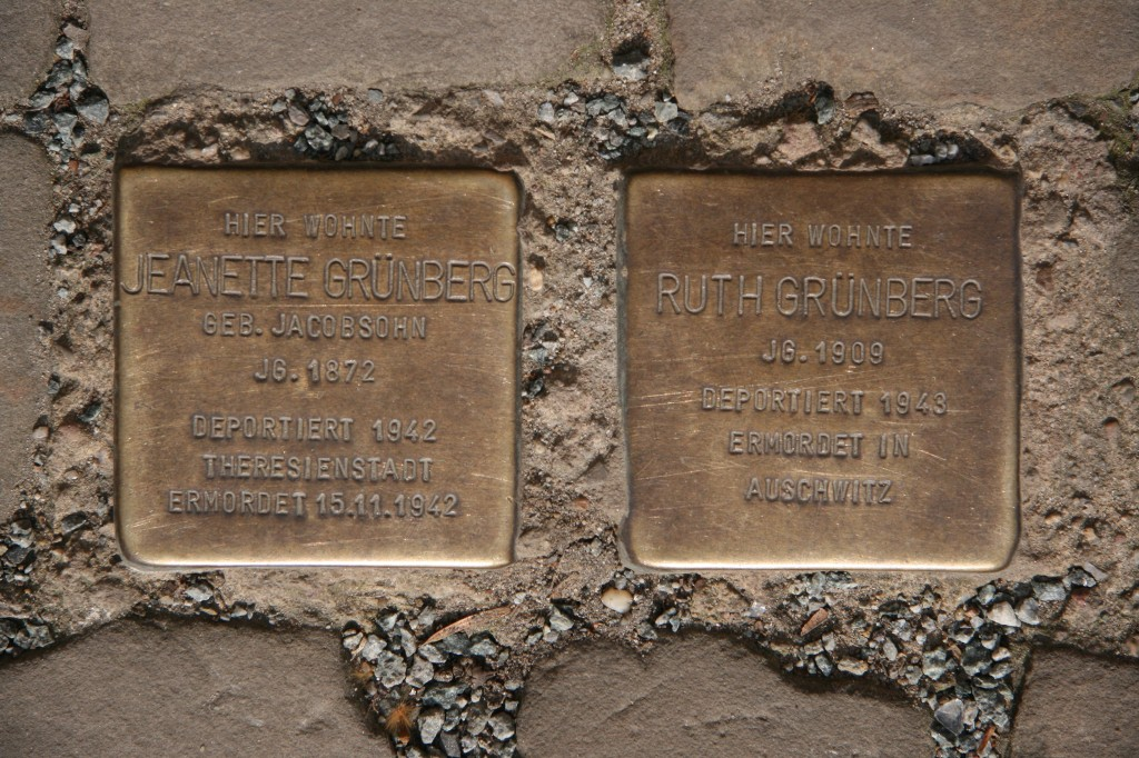 Stolpersteine 52: In memory of Jeanette Grünberg and Ruth Grünberg (Fehrbelliner Strasse 22) in Berlin