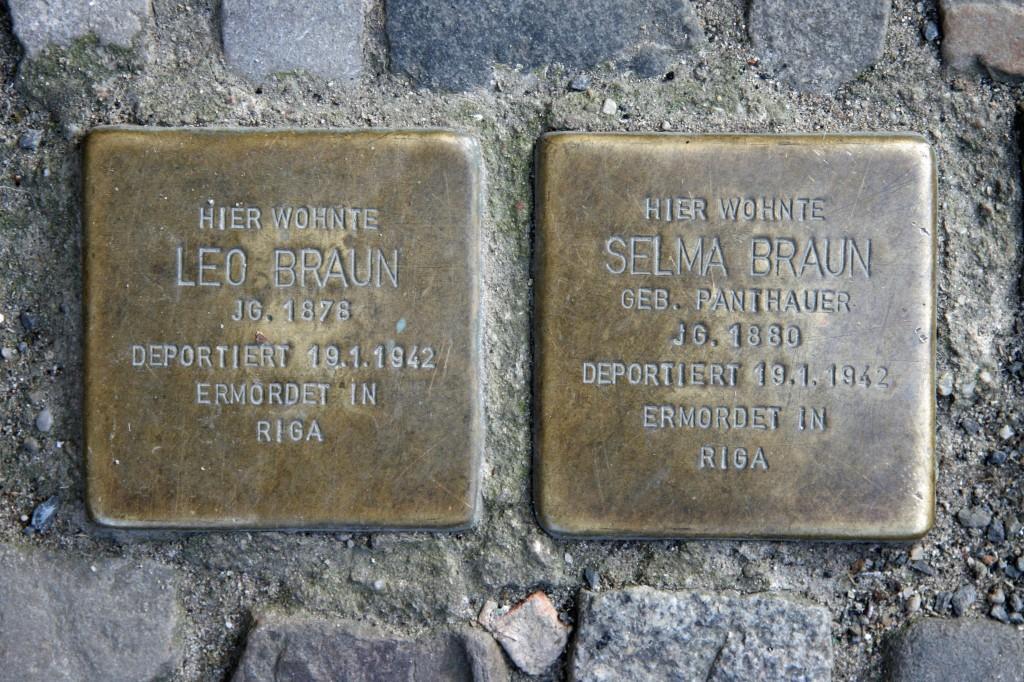 Stolpersteine 53: In memory of Leo Braun and Selma Braun (Schröderstrasse 2) in Berlin