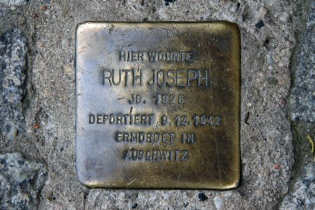 Stolpersteine 64: In memory of Ruth Joseph (Metzer Strasse 30) in Berlin
