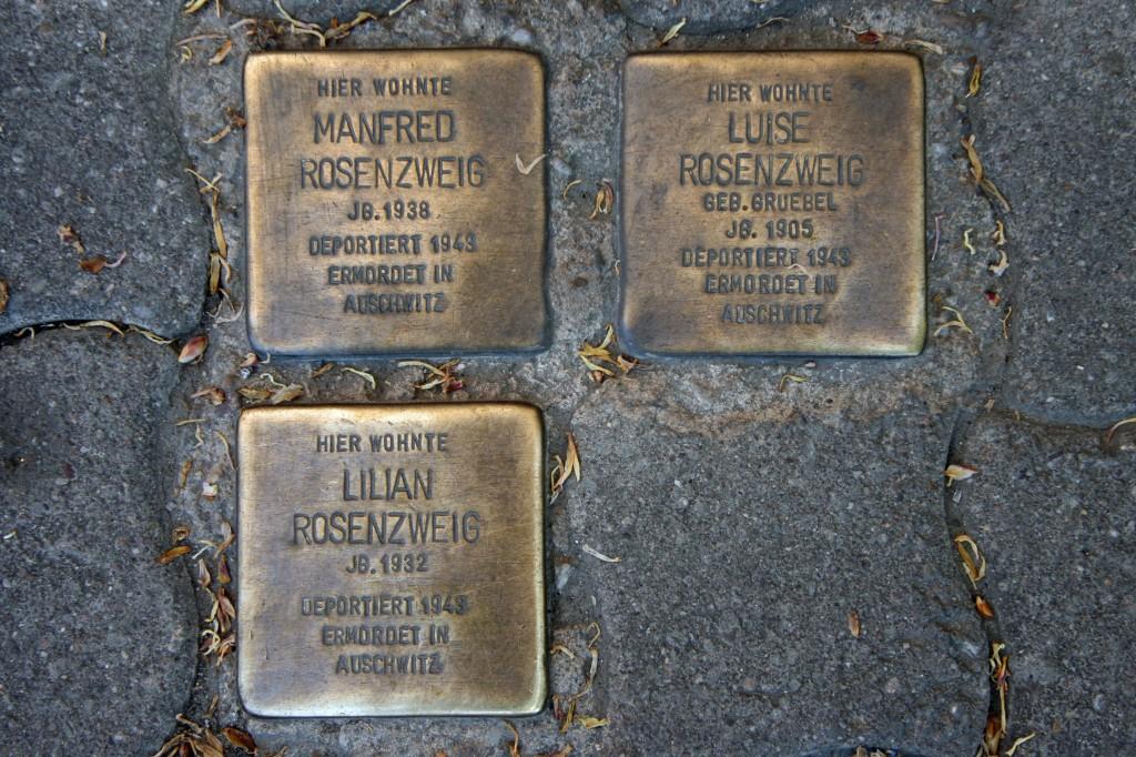 Stolpersteine 67: In memory of Manfred Rosenzweig, Luise Rosenzweig and Lilian Rosenzweig (Torstrasse 89)