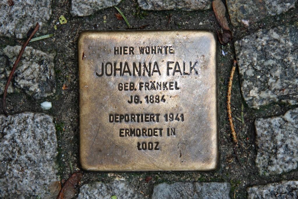Stolpersteine 7: In memory of Johanna Falk (Erich-Weinert-Strasse 7) in Berlin