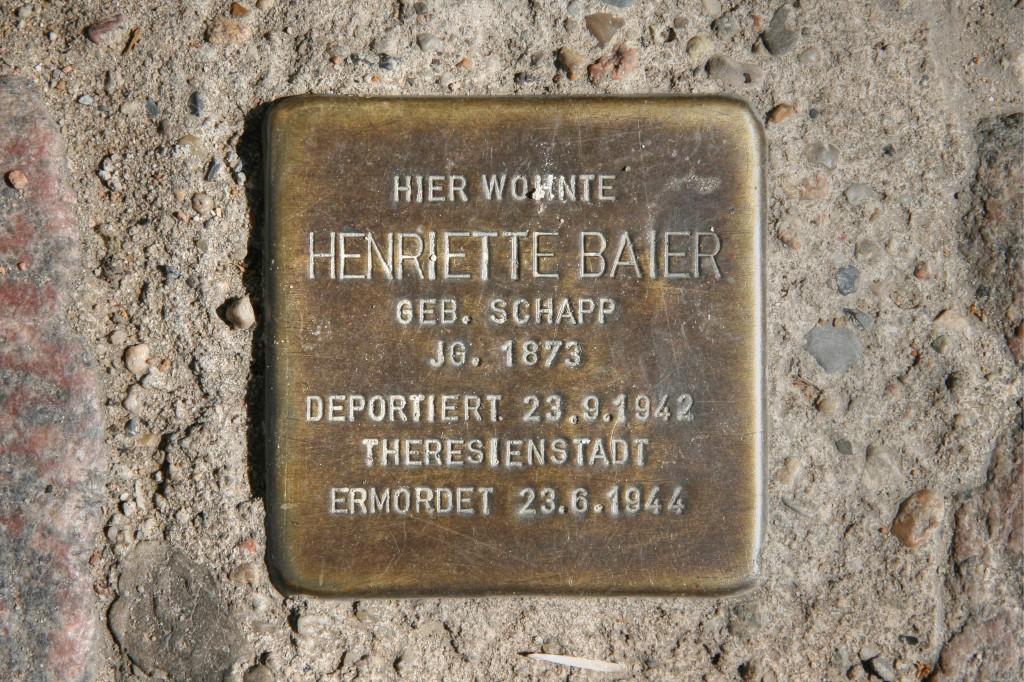 Stolpersteine 96: In memory of Henriette Baier (Naunynstrasse 35) in Berlin