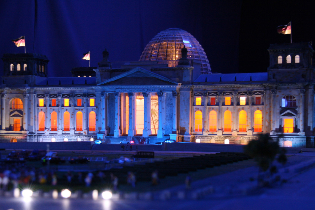 The Reichstag at night at Loxx Miniatur Welten Berlin