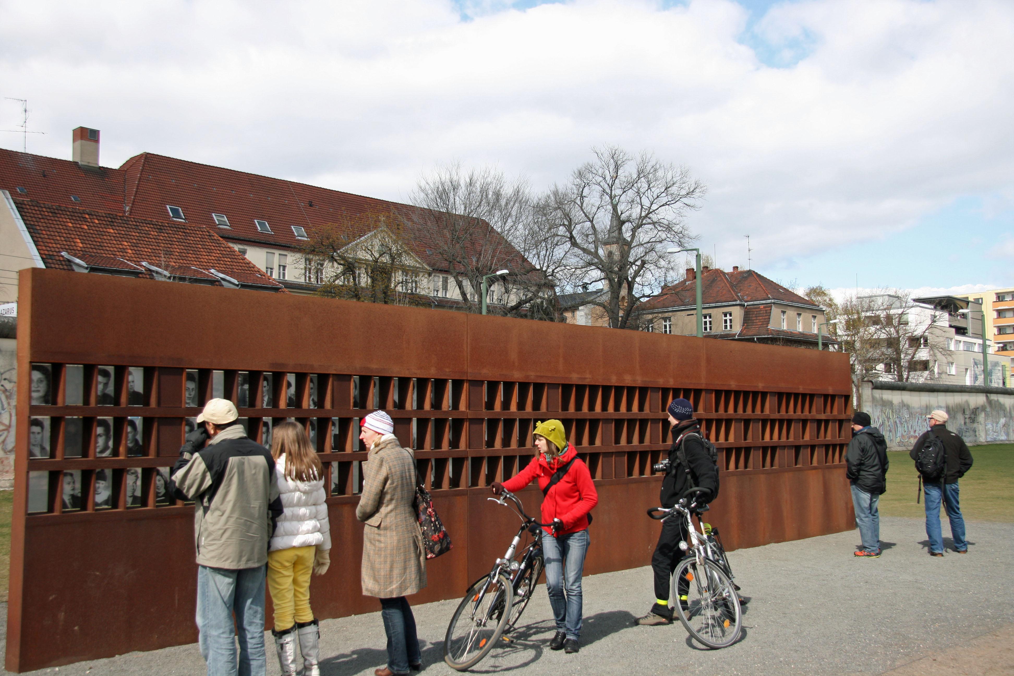 ผลการค้นหารูปภาพสำหรับ Berlin Wall Memorial
