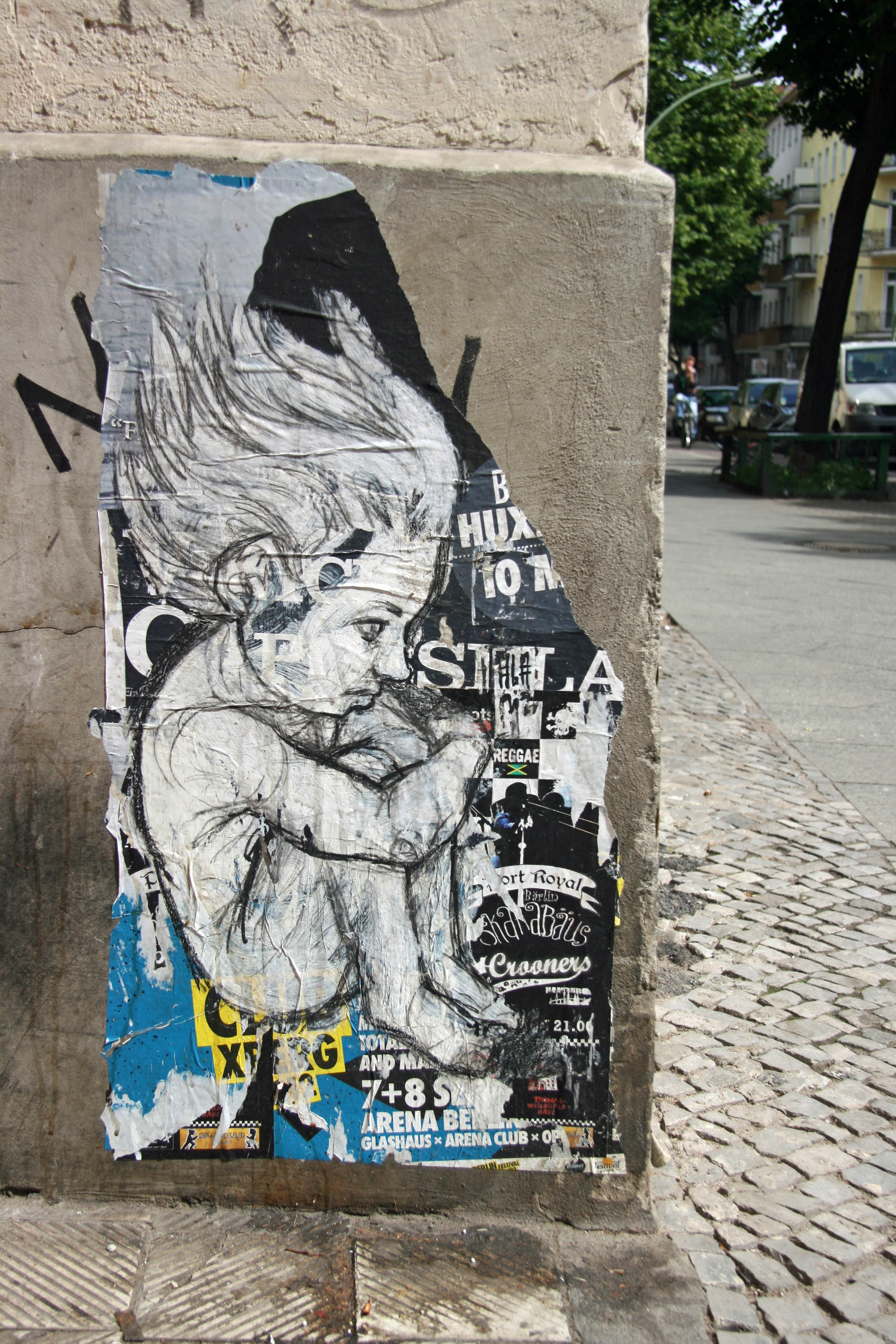 Child: Street Art by ALANIZ in Berlin