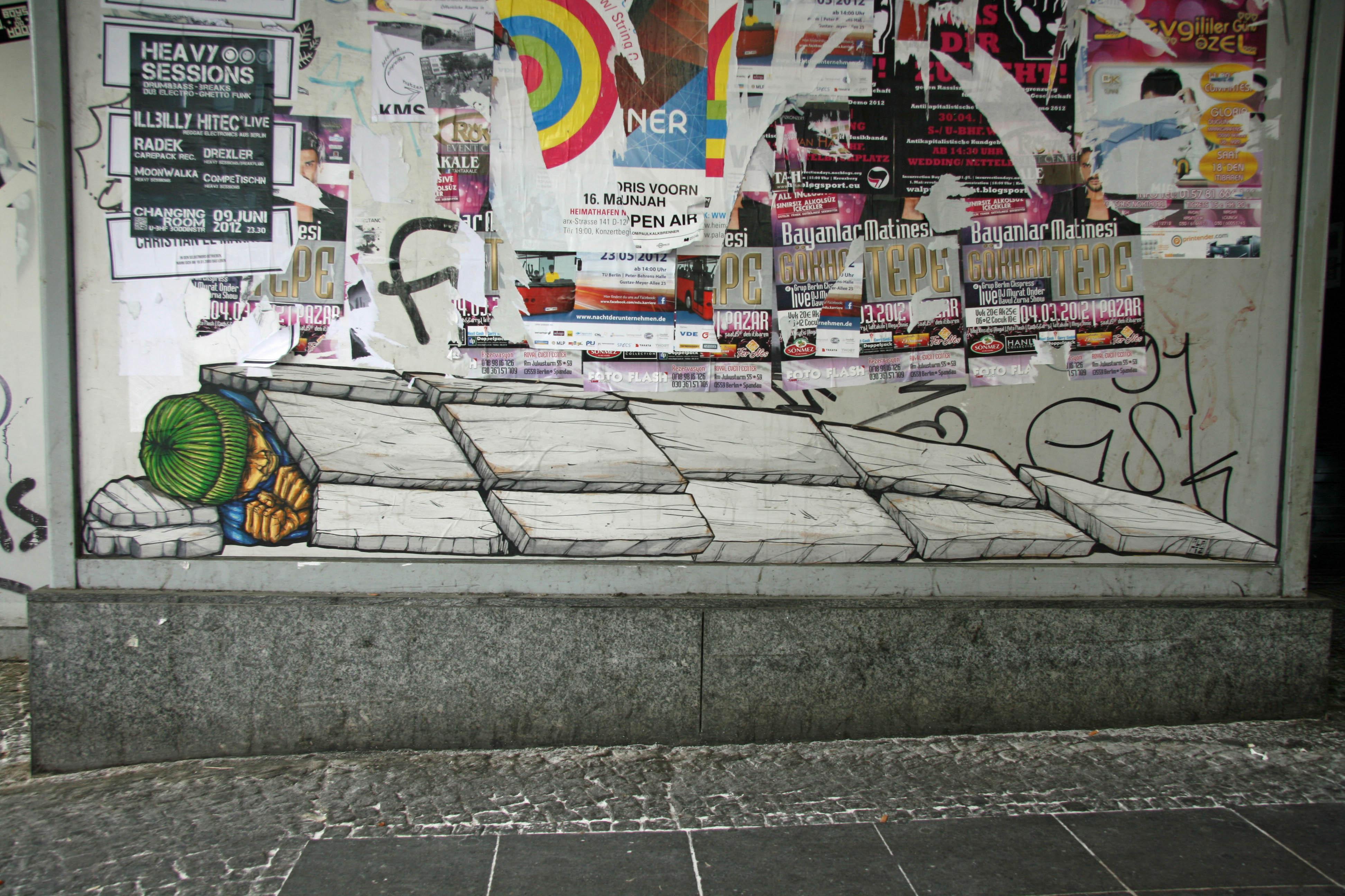 Sleeping Into The Streets: Street Art by ALANIZ in Berlin
