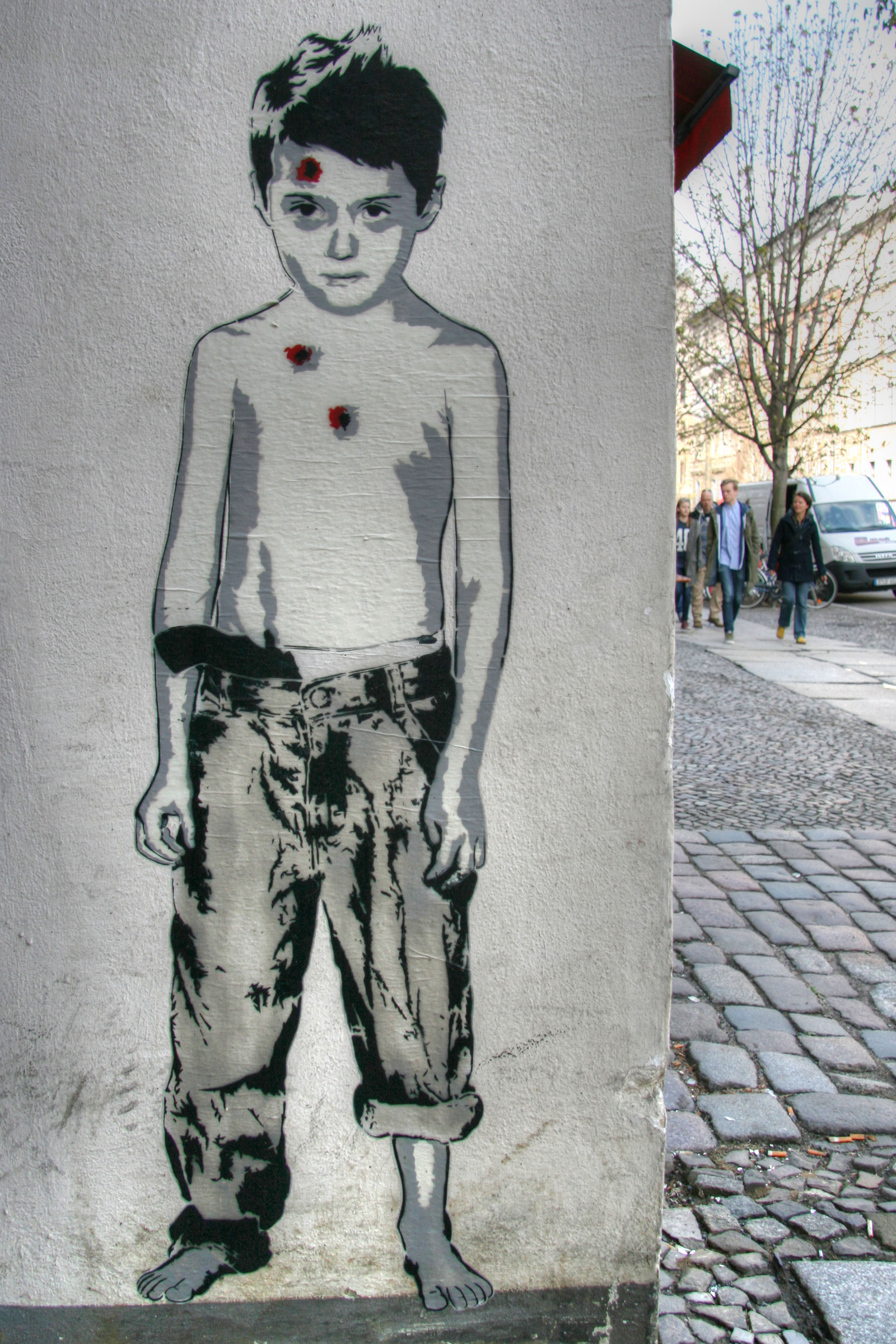 Body Body Head: Street Art by ALIAS in Berlin