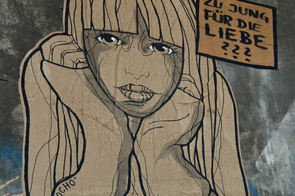 Zu Jung für die Liebe: Street Art by El Bocho in Berlin