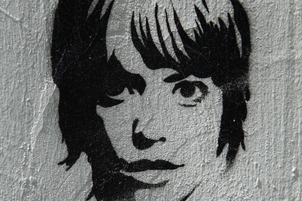 Girl: Street Art by Unknown Artist in Berlin