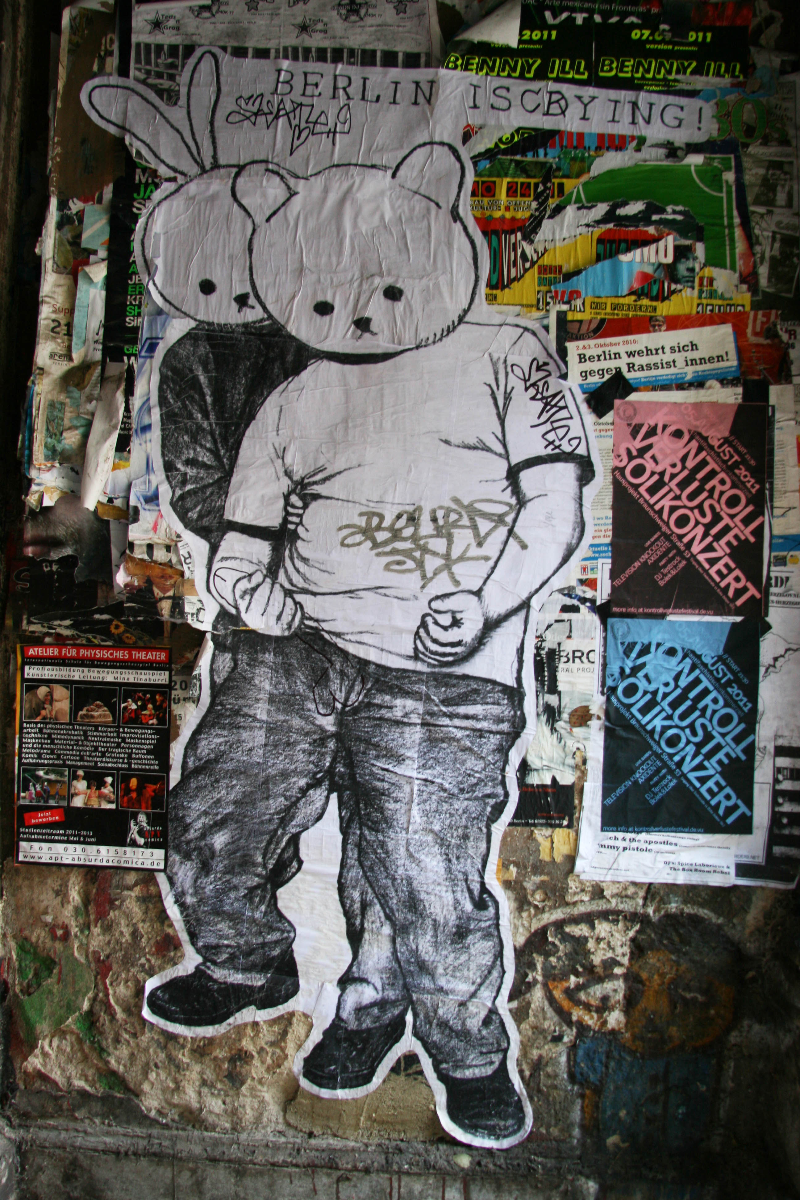 Naughty Bear: Street Art by Unknown Artist in Berlin