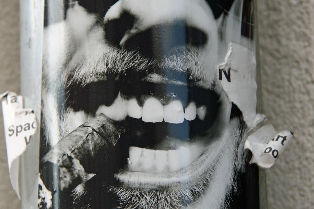 Cigar Smoker: Street Art by Oliver Rath in Berlin