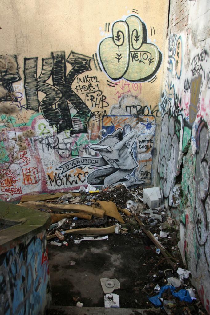 Over Under: Street Art by Unknown Artist in Berlin