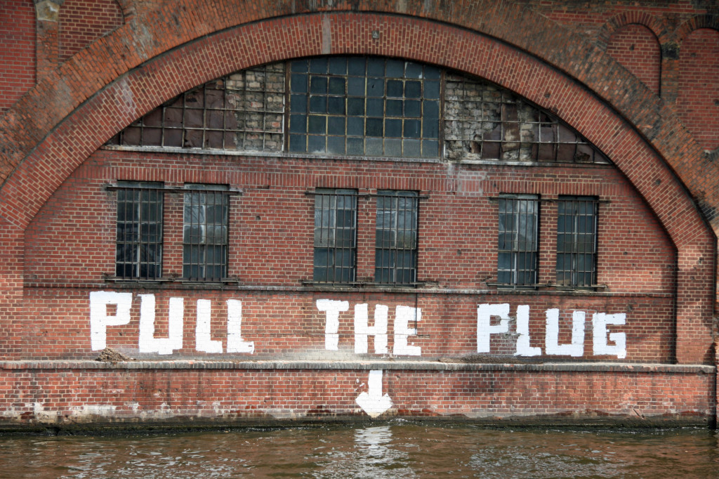 Pull The Plug: Street Art by Unknown Artist in Berlin