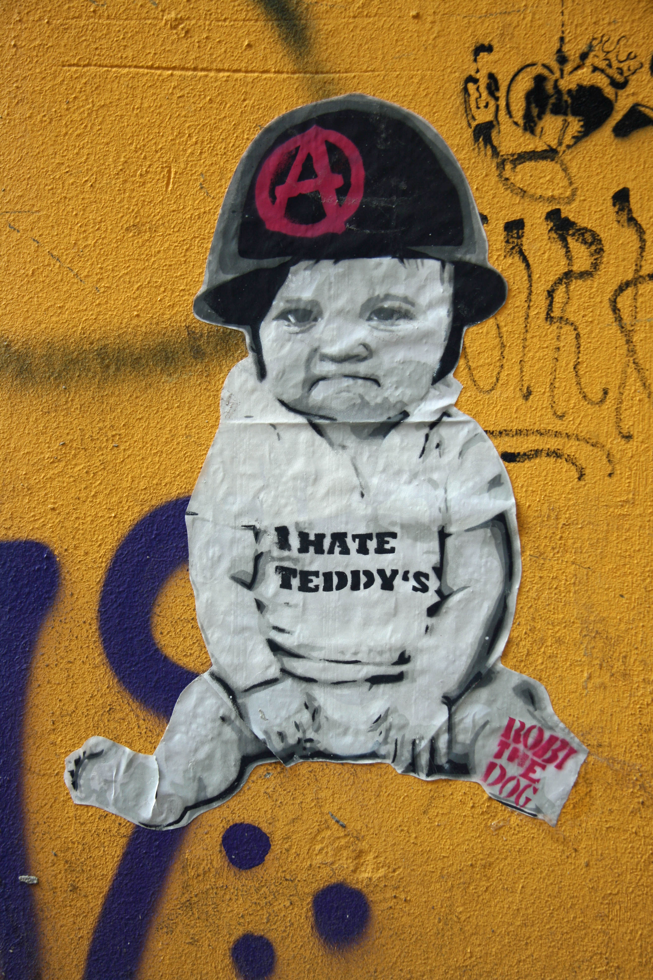 I Hate Teddy's: Street Art by Robi The Dog in Berlin