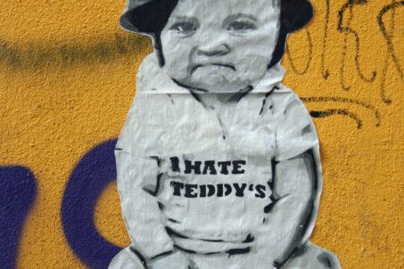 rp_robi-the-dog-i-hate-teddys.jpg
