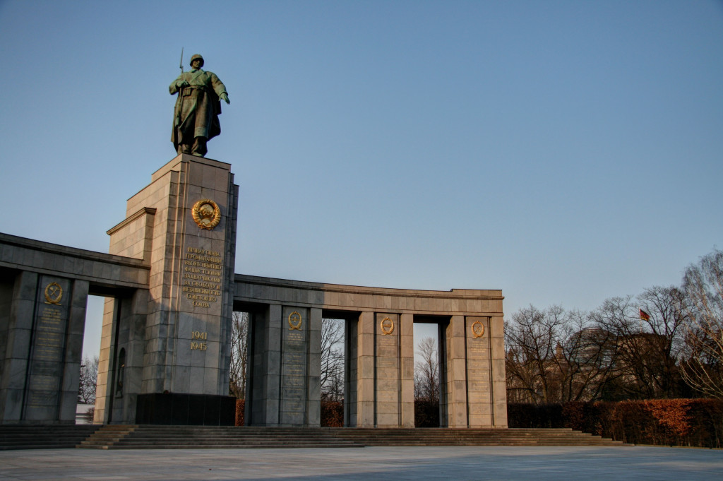 The Soviet War Memorial on Strasse des 17 Juni in the Tiergarten in Berlin and in the background the Reichstag