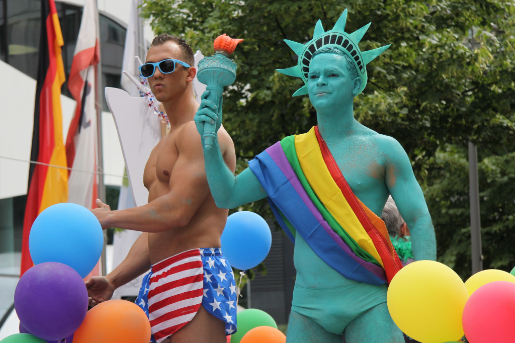 Statue of Liberty: Two revellers at the Christopher Street Day (CSD) Parade in Berlin