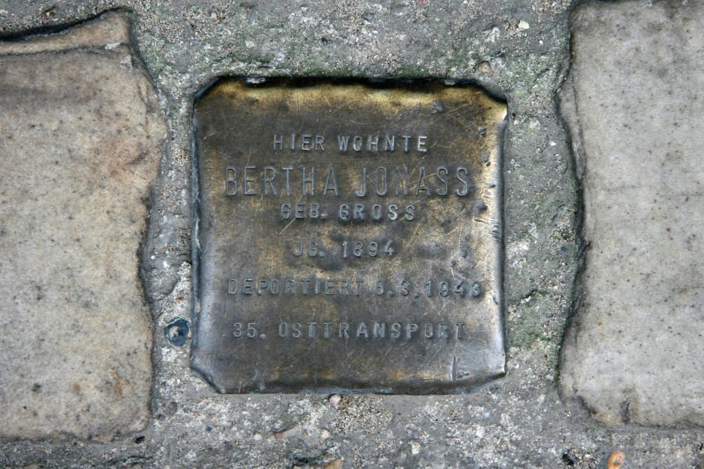 Stolpersteine 100: In memory of Bertha Jonas (Dresdener Strasse 19) in Berlin