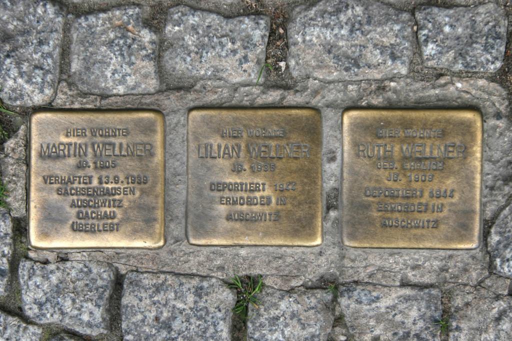Stolpersteine 106a: In memory of Martin Wellner, Lilian Wellner and Ruth Wellner (Greifswalder Strasse 43A) in Berlin