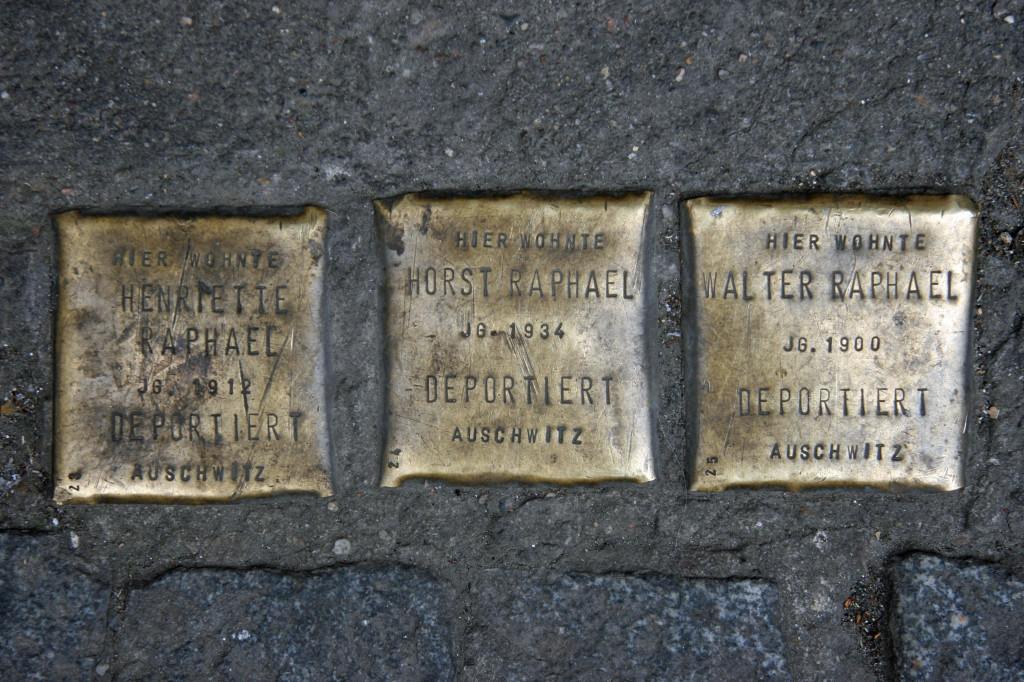 Stolpersteine 98: In memory of Henriette Raphael, Horst Raphael and Walter Raphael (Oranienstrasse 167) in Berlin