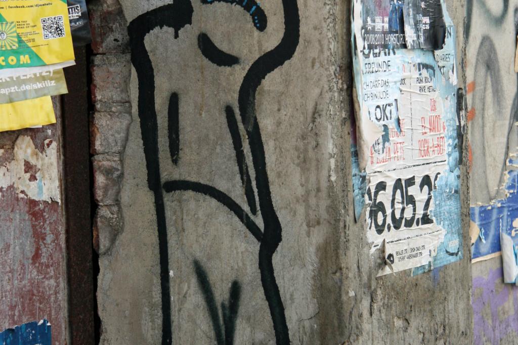 Wobbly Man: Street Art by Unknown Artist in Berlin