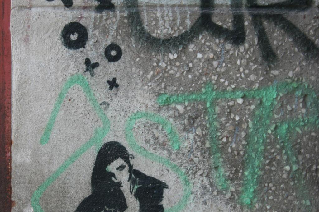 Squatting: Street Art by XOOOOX in Berlin