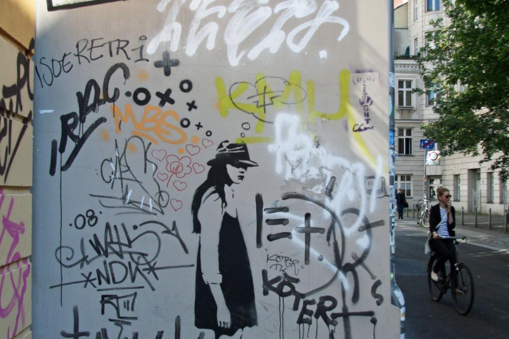 Street Walker: Street Art by XOOOOX in Berlin