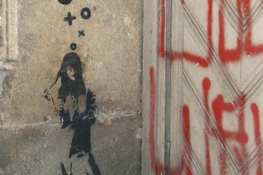 Waiting on Corners: Street Art by XOOOOX in Berlin