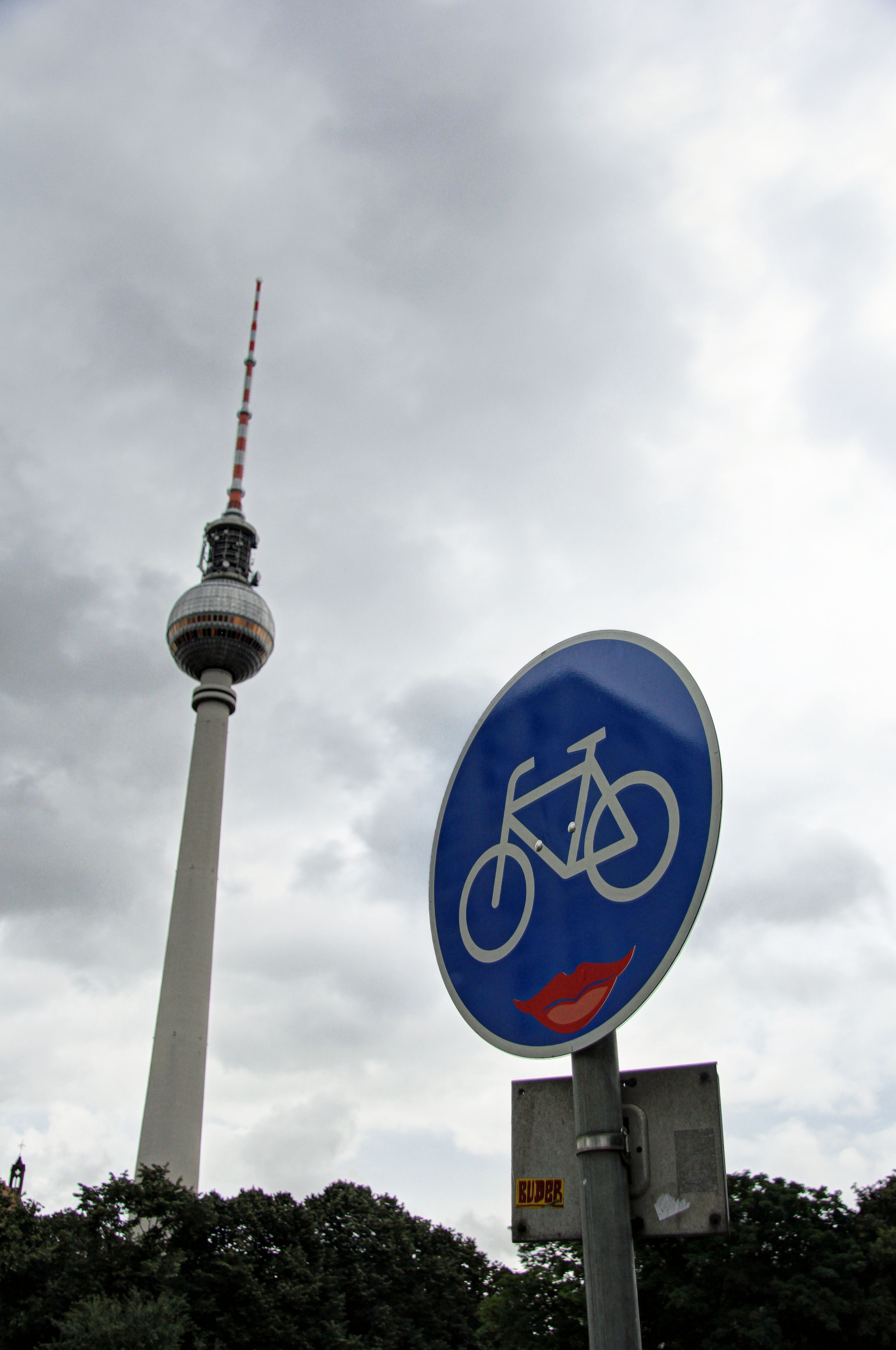 Smile - Street Art by CLET (Clet Abraham) on a Bicycle Lane street sign in Berlin