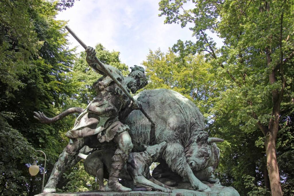 A hunting statue in the Tiergarten in Berlin