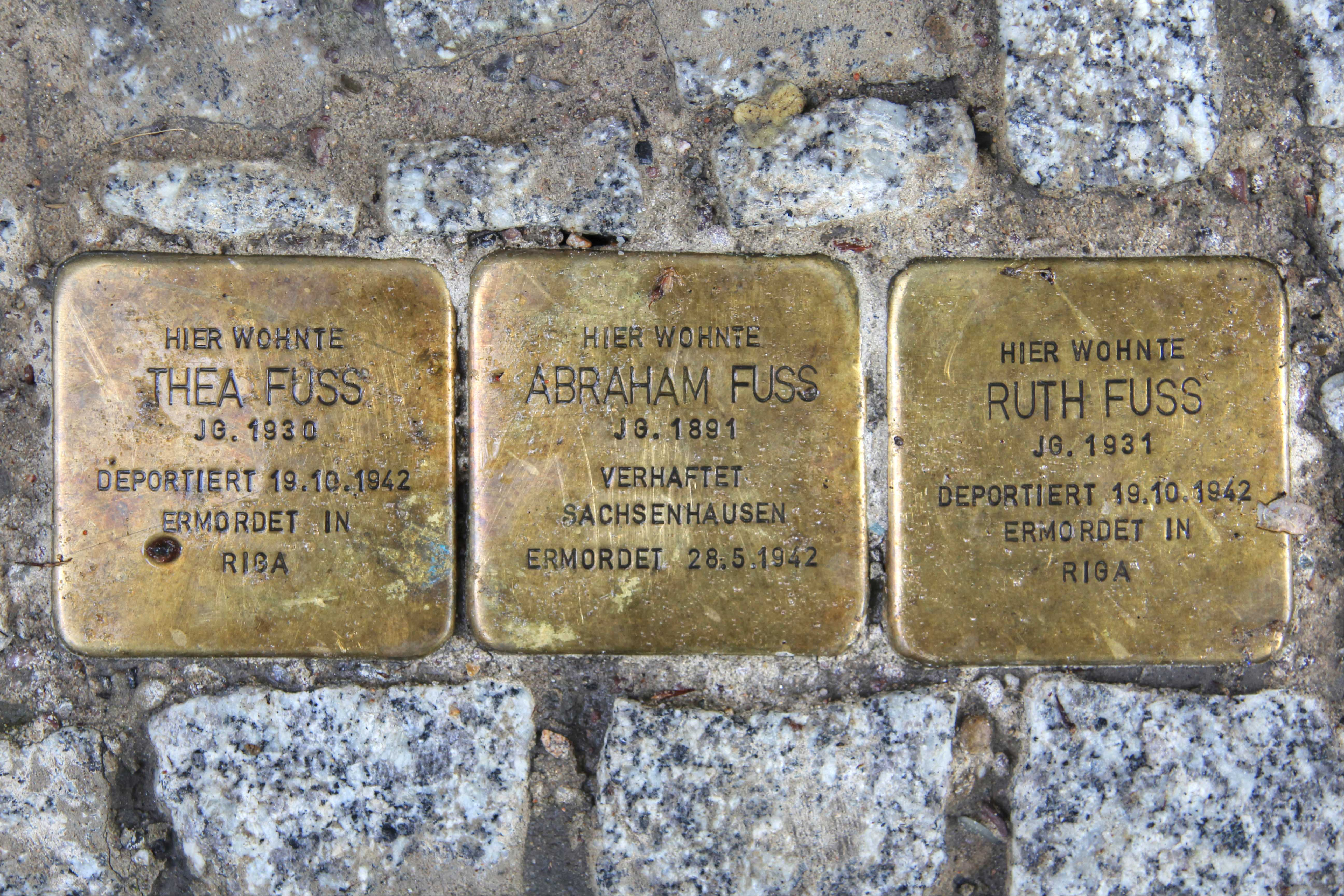 Stolpersteine 113: In memory of Thea Fuss, Abraham Fuss and Ruth Fuss (Fehrbelliner Strasse 81) in Berlin