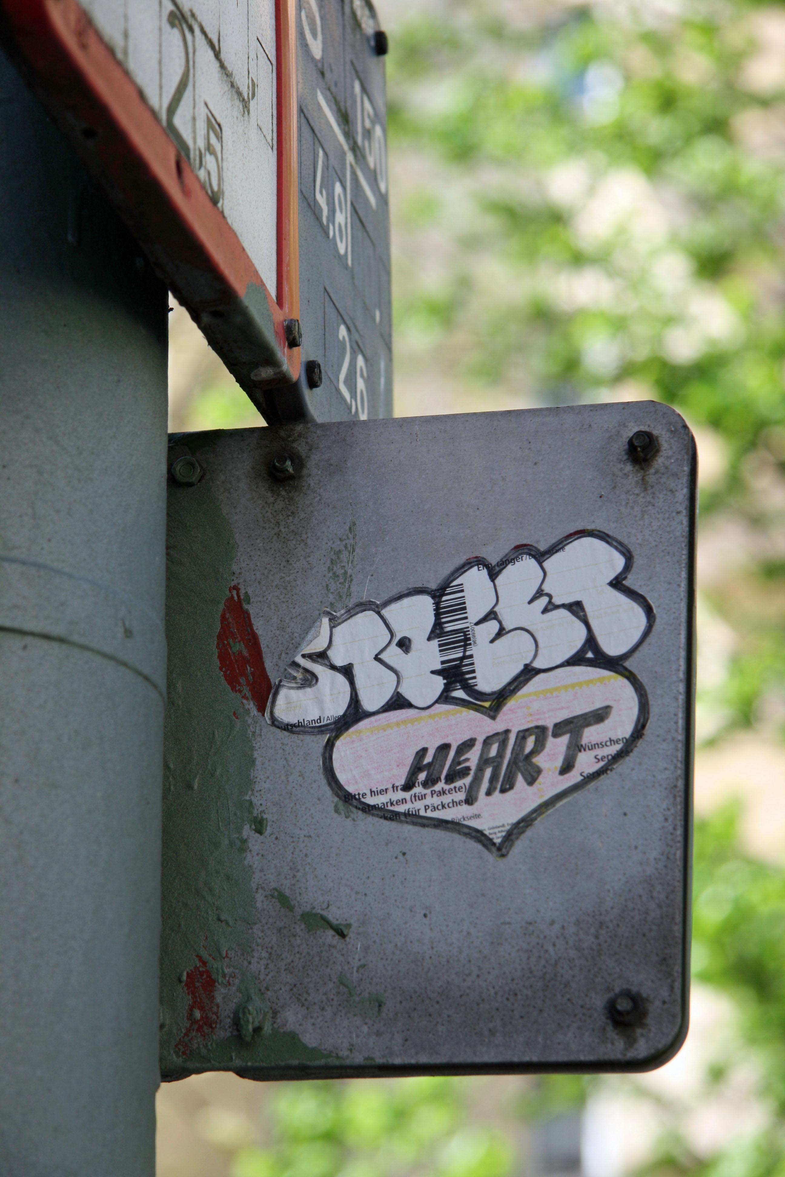 Street (He)Art: Sticker in Moabit, Berlin