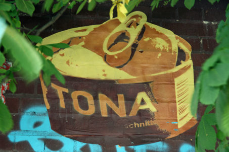 Tuna - Street Art by TONA in Berlin