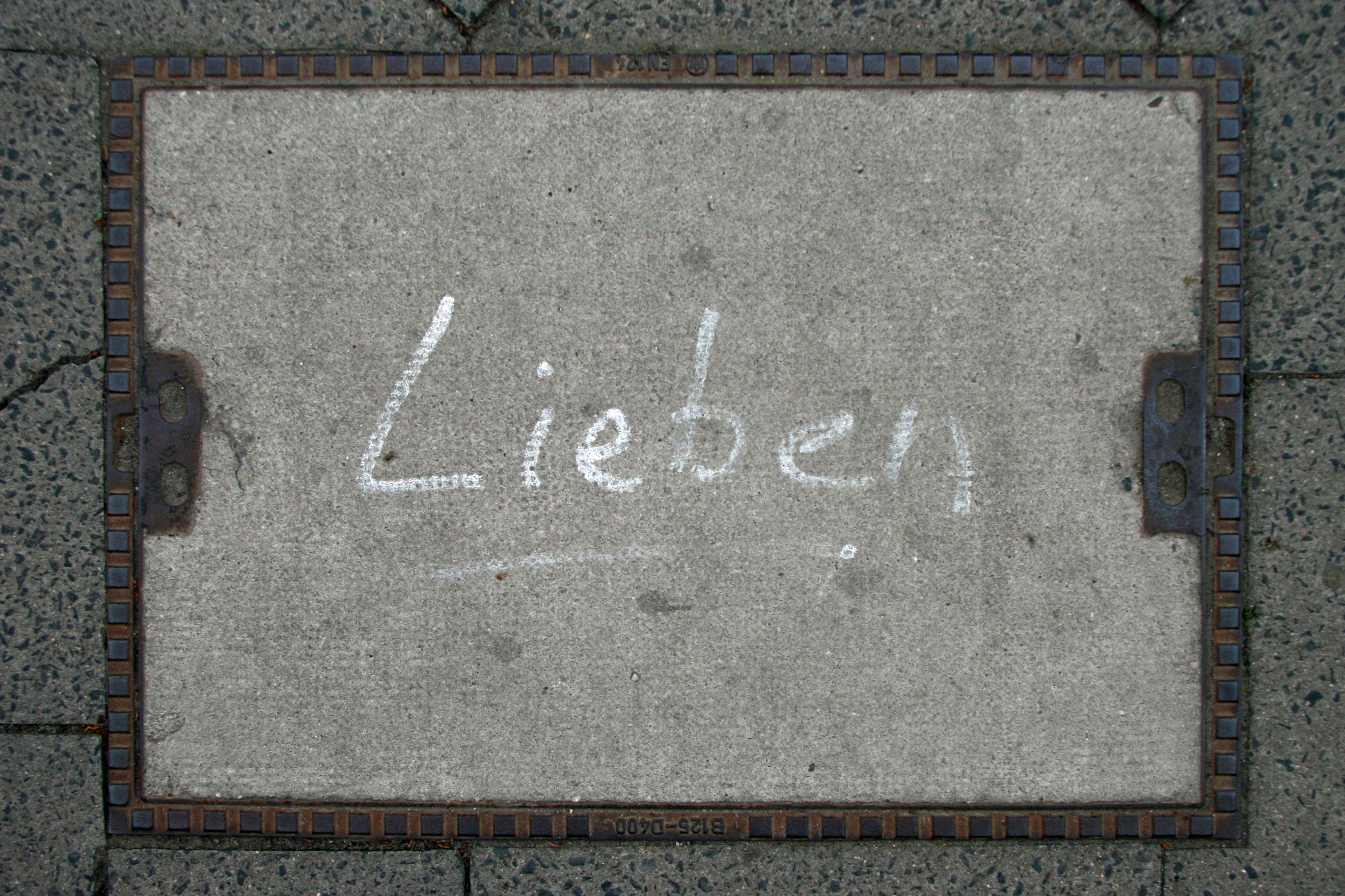 Lieben (Leibniz): Street Art by Unknown Artist in Berlin