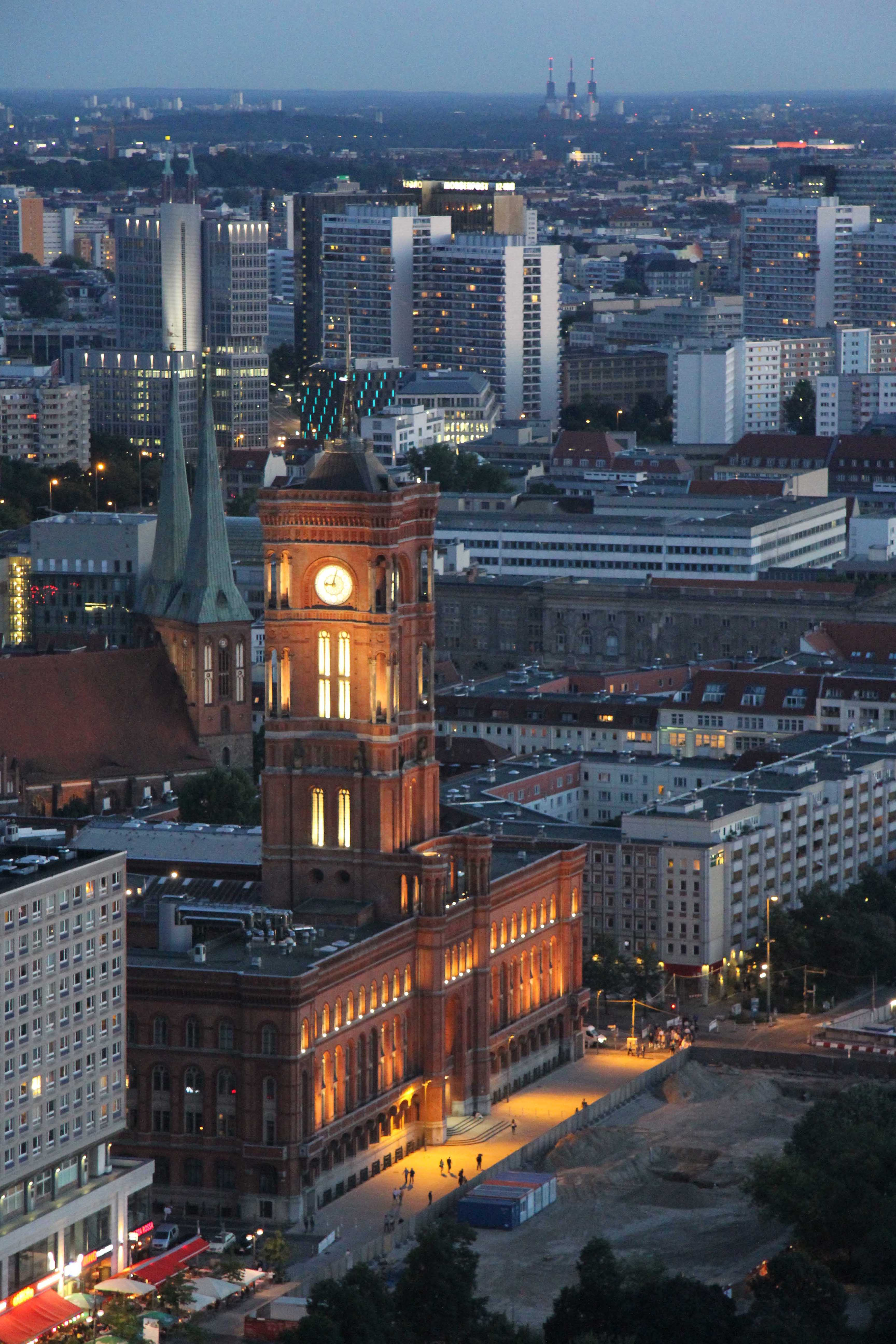 Rotes Rathaus at night: The view from the Sun Terrace of the Park Inn on Alexanderplatz