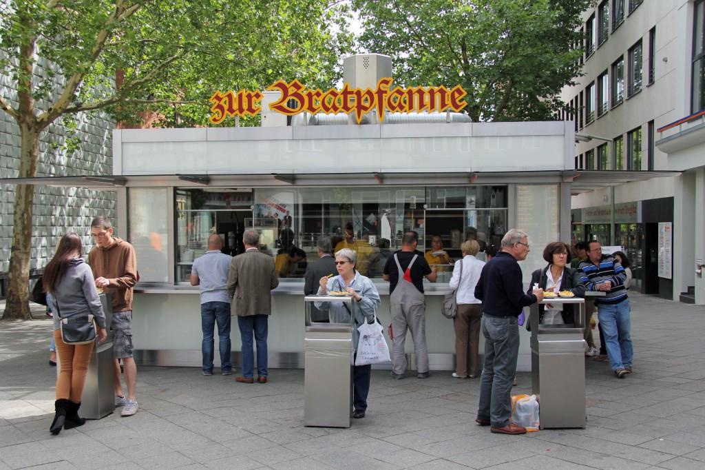 Zur Bratpfanne, a Currywurst Imbiss in Berlin Steglitz