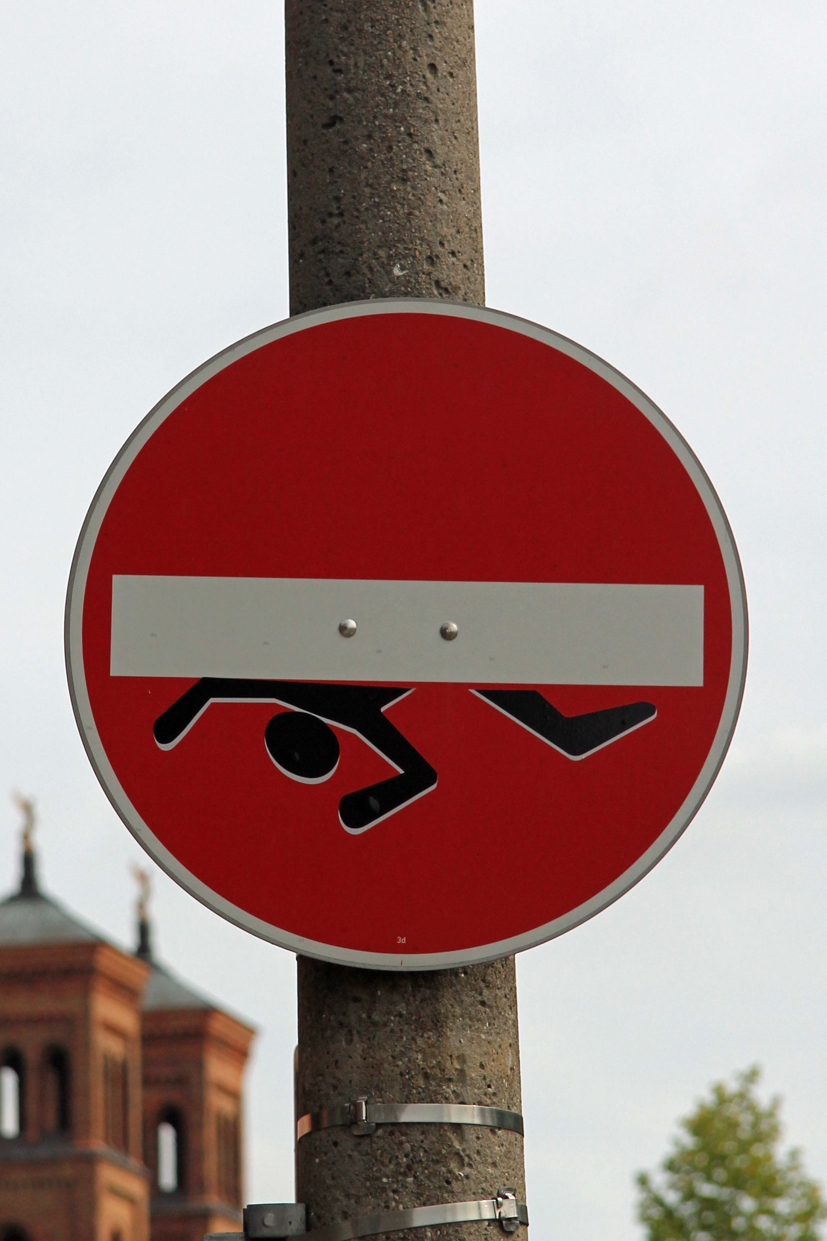 Trapped: A modified street sign - Street Art by CLET in Berlin