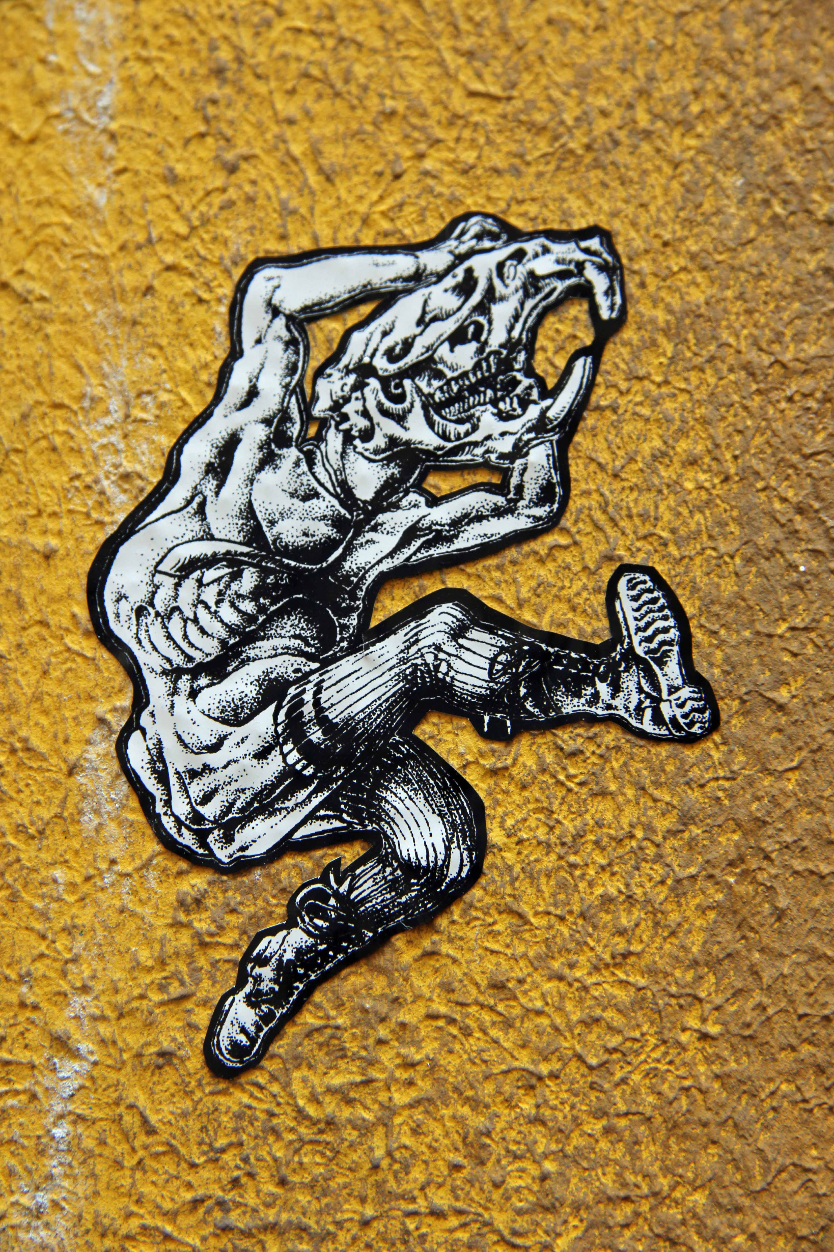 Monster Kick: Street Art by Unknown Artist in Berlin