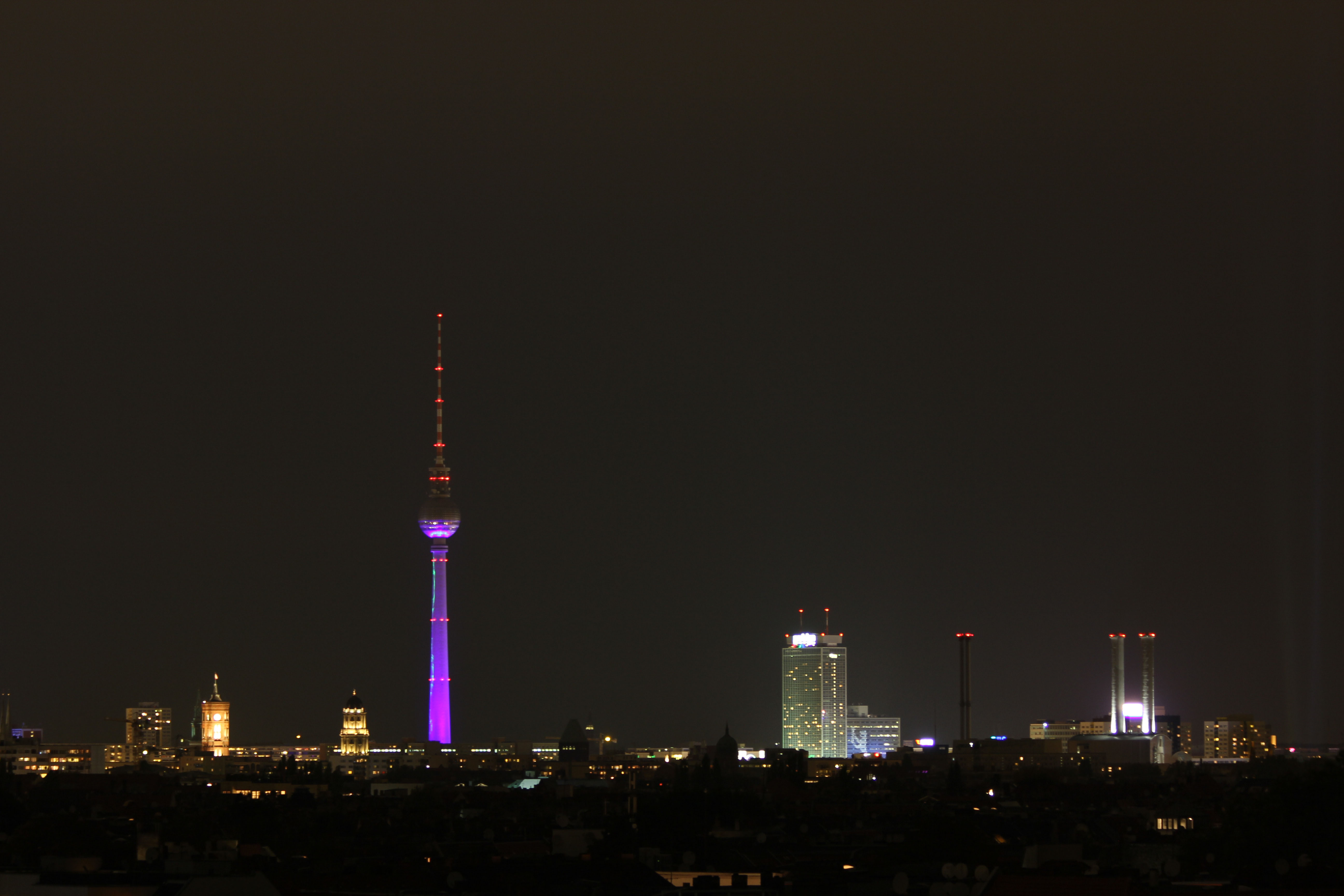 the berlin skyline at night the view from the neuk lln arcaden berlin love. Black Bedroom Furniture Sets. Home Design Ideas