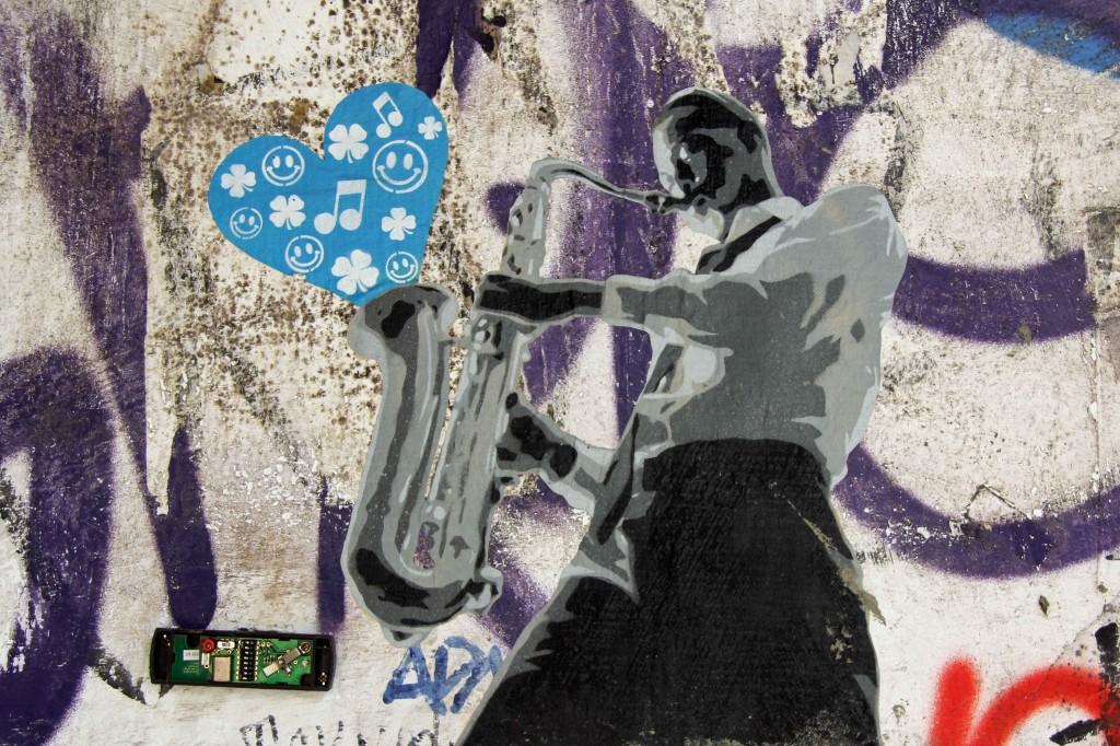 Love, Sax & Music - Street Art by Unknown Artist in Berlin